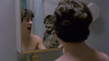 horror_american-werewolf_mirror-scare